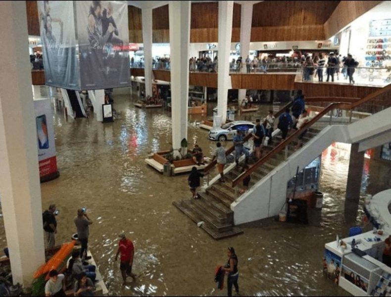 Se-inunda-plaza-en-Jalisco-cortesía